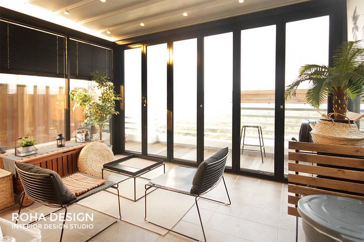 부산 복층 펜트하우스 테라스 인테리어: 로하디자인의  거실