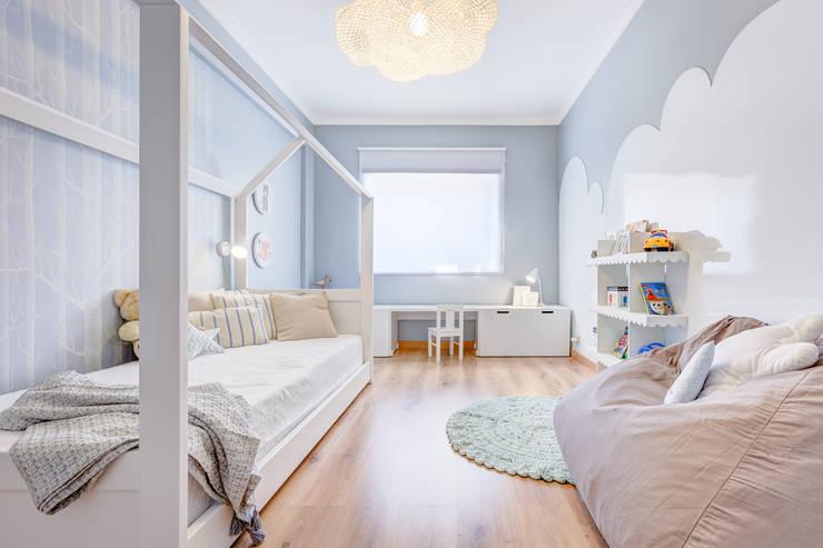 Nursery/kid's room by Santiago   Interior Design Studio , Scandinavian