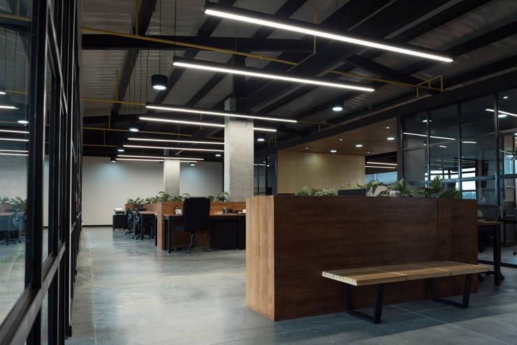 OFICINAS SUN VALLEY: Estudios y despachos de estilo  por PLANTA BAJA ESTUDIO DE ARQUITECTURA