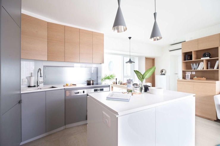 Cherry Crest B:  Kitchen by Clifton Leung Design Workshop