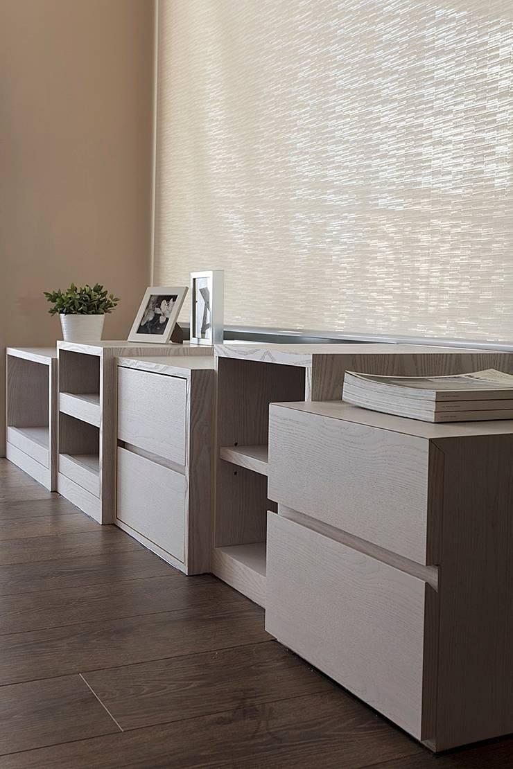 電視櫃設計:  客廳 by 禾光室內裝修設計 ─ Her Guang Design