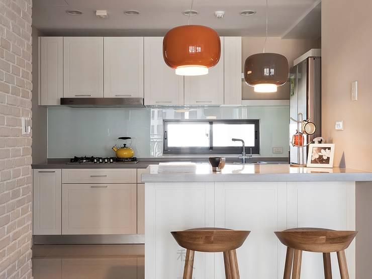 Hygge Life:  廚房 by 禾光室內裝修設計 ─ Her Guang Design