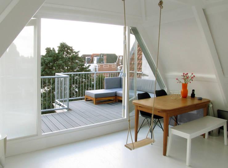 Kleine verbouwing kapverdieping:  Studeerkamer/kantoor door MOTUS architects, Modern