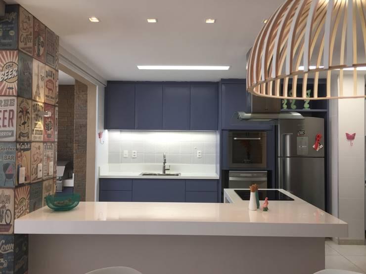 Casa de Praia:  Kitchen by brunadiogenes.liviafeitosa
