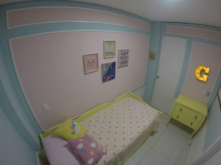 Casa de Praia:  Nursery/kid's room by brunadiogenes.liviafeitosa