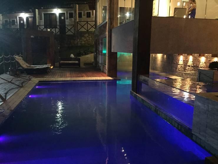 Casa da Serra: modern Pool by brunadiogenes.liviafeitosa