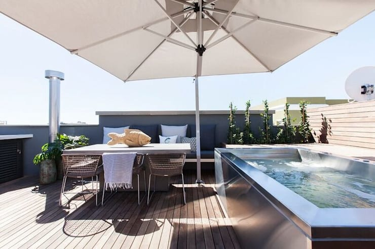 Outside Space:  Balconies, verandas & terraces  by Urban Lifestyle Interior Design