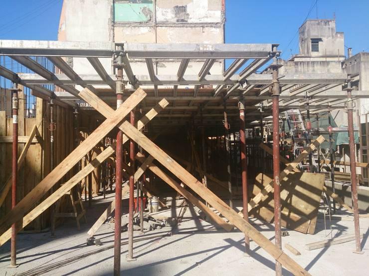 obras: Casas multifamiliares de estilo  por 253 ARQUITECTURA,