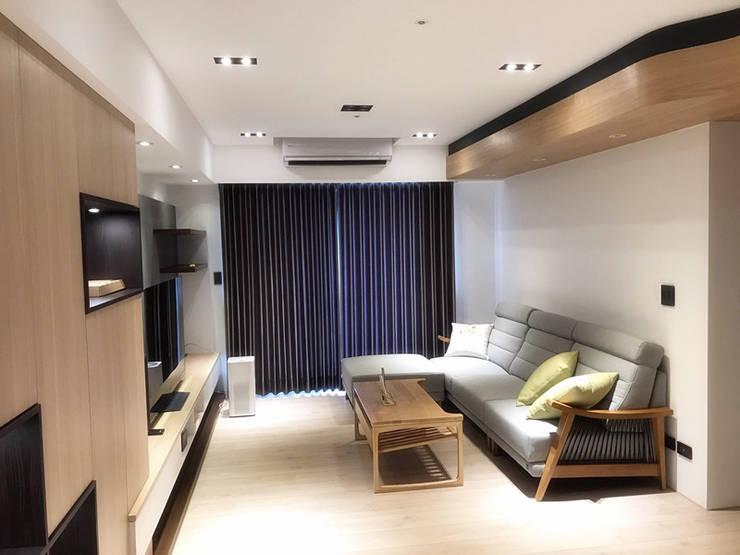 品聚悅新成屋整體規劃-客廳:  客廳 by 解構室內設計