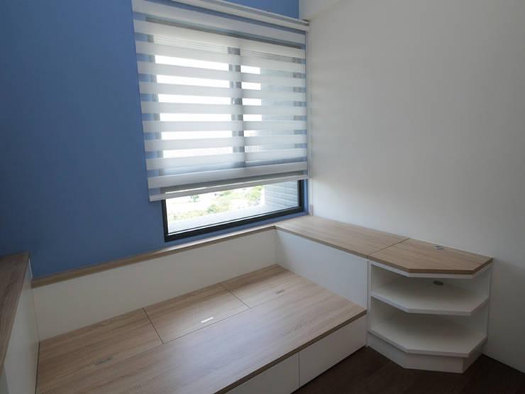 品聚悅新成屋整體規劃-兒童房:  嬰兒/兒童房 by 解構室內設計