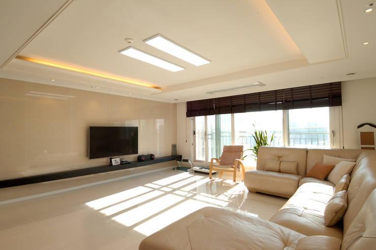 왕십리 텐즈힐 아파트 인테리어: (주)더블유디자인의  거실