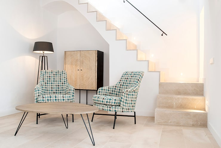 Rincon especial: Escaleras de estilo  de Bornelo Interior Design