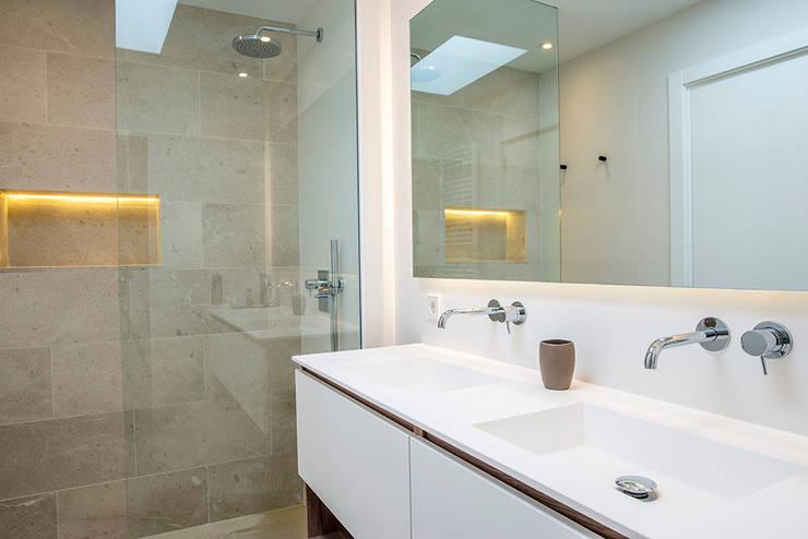 Baño : Baños de estilo  de Bornelo Interior Design