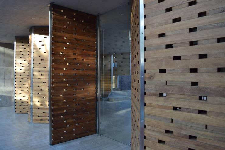 Casa C-17 de XXStudio Moderno Madera Acabado en madera