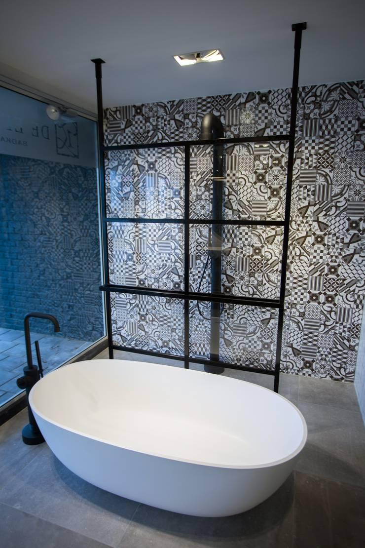 DEK-design Free Standing:  Badkamer door De Eerste Kamer, Modern