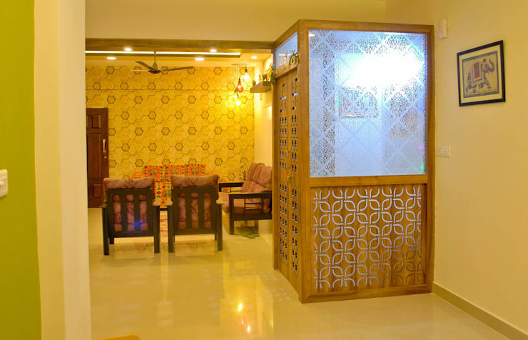 Pooja from dining :  Dining room by Space Collage