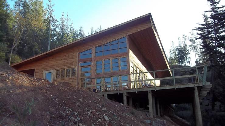 Vista casa: Casas de estilo  por GB Arquitectura Ltda.