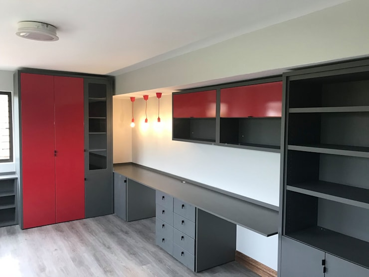 Boys study :  Study/office by Timid Tyger Kitchen Designs, Modern Chipboard