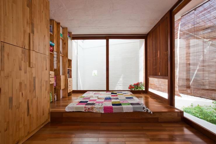 a21house:  Phòng khách by a21studĩo