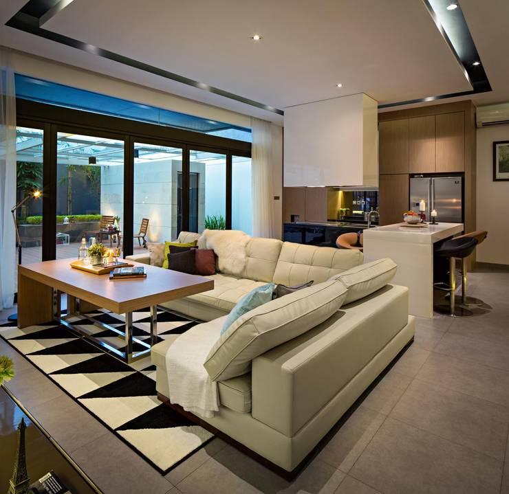 S+I House:  Ruang Keluarga by DP+HS Architects