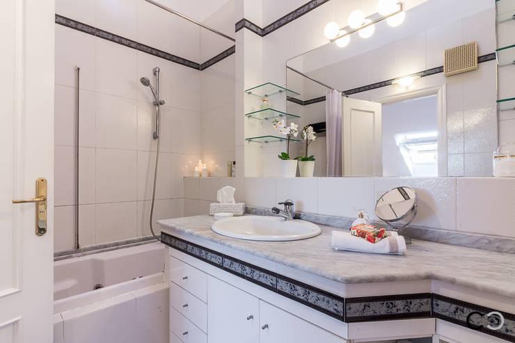 Ванные комнаты в . Автор – CCVO Design and Staging