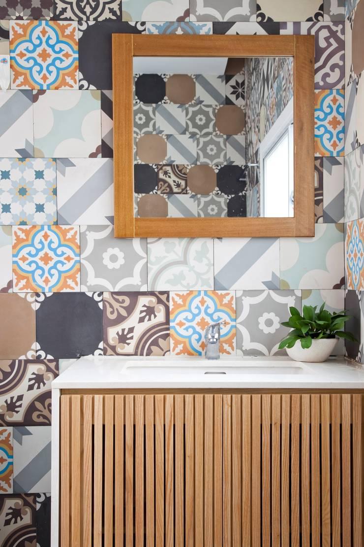 3x9 house:  Phòng tắm by a21studĩo