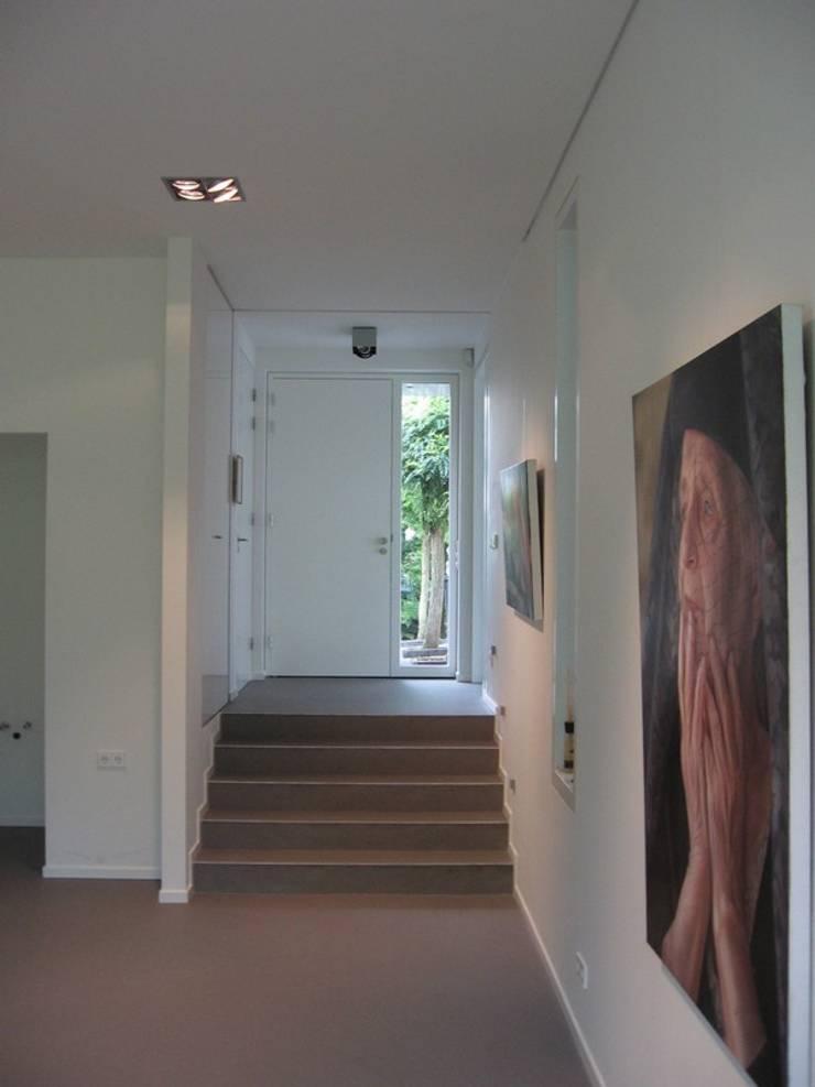 Uitbreiding woonhuis met atelier Margraten:   door Verheij Architecten