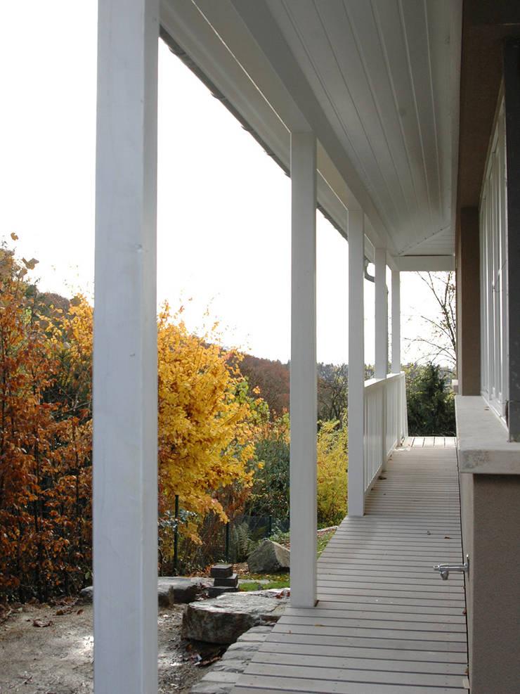Umlaufender Balkon Und Terrasse Mit Wpc Terrassendielen In Grau By