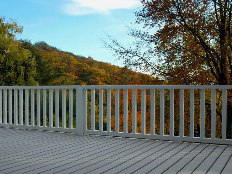 umlaufender balkon und terrasse mit wpc terrassendielen in. Black Bedroom Furniture Sets. Home Design Ideas