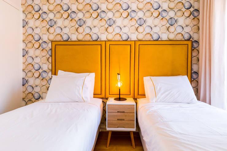 Bairro Alto - Apartamento T2: Quartos  por Sizz Design