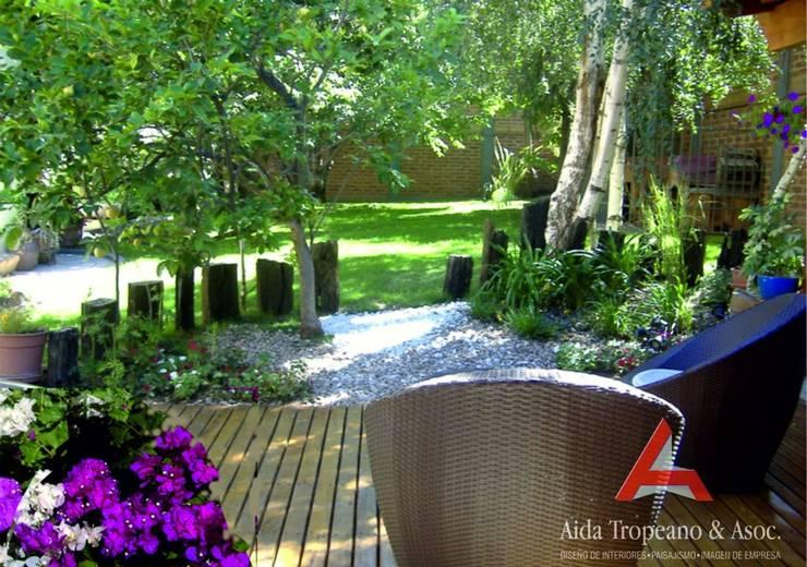 Parques y Jardines : Jardines de estilo  por Aida Tropeano & Asoc.,