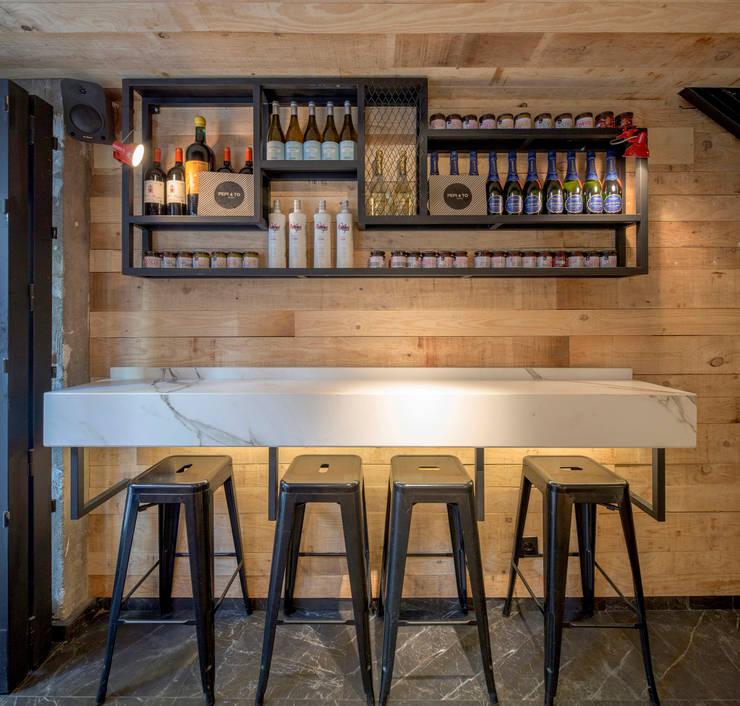 DISEÑO DE UNA CAFETERIA: Sala multimedia de estilo  por P A Z A R T E