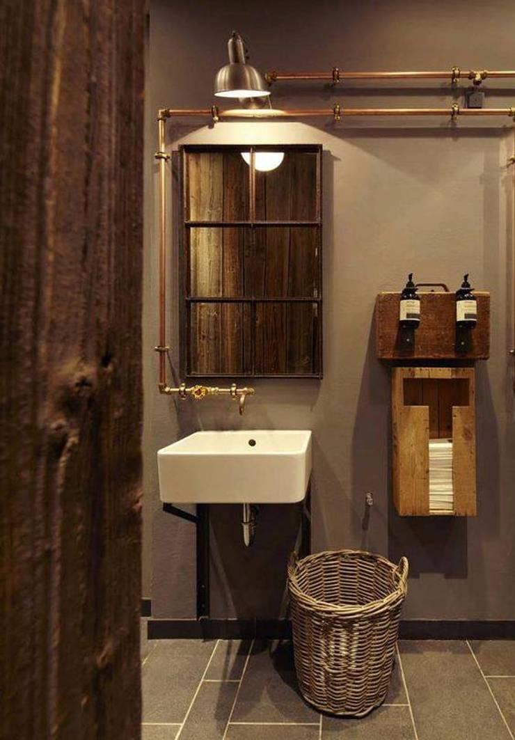 DISEÑO DE UNA CAFETERIA: Baños de estilo industrial por P A Z A R T E