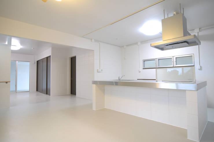 Cocinas de estilo  por hacototo design room, Industrial Hierro/Acero