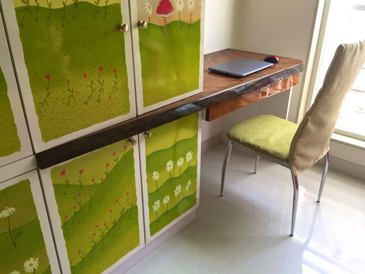 Residence at 4 Bungalows:  Nursery/kid's room by Design Kkarma (India)