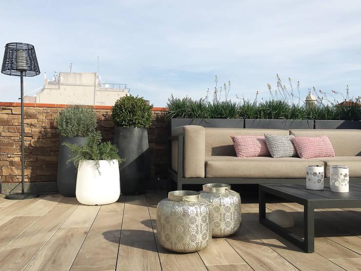 VIVIENDA PARTICULAR - BARCELONA: Balcones y terrazas de estilo  de BURESINNOVA S.A.