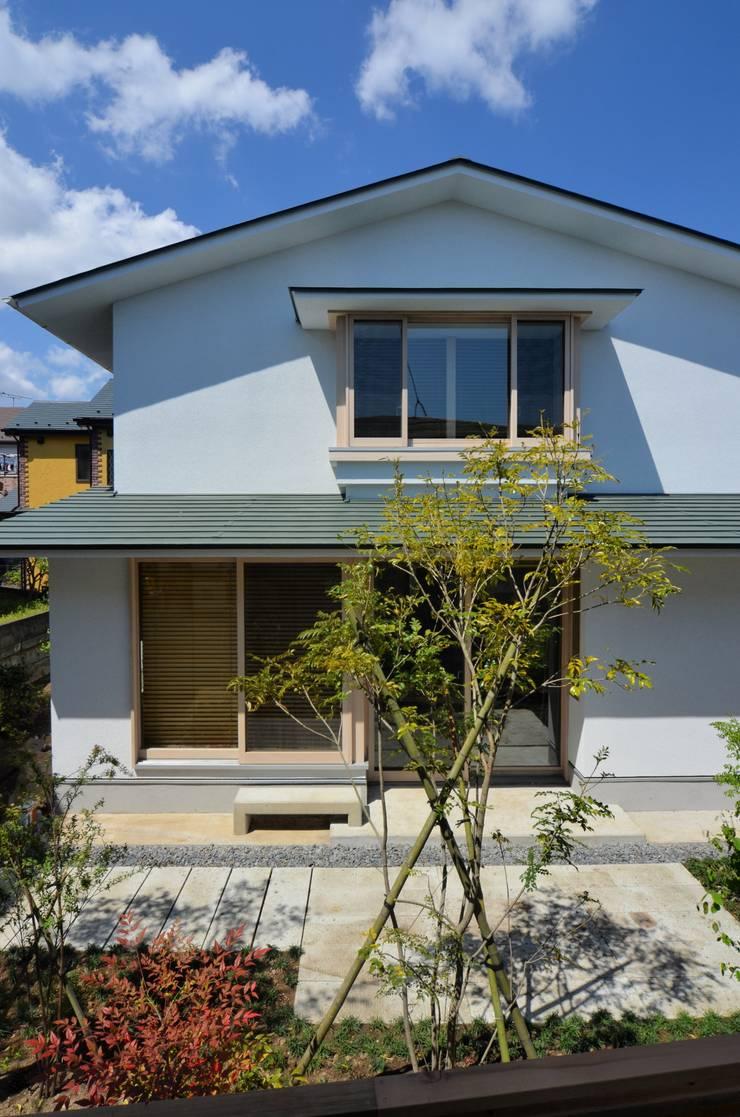 南戸塚の住居/House in Minamitotsuka: 平山教博空間設計事務所が手掛けた木造住宅です。