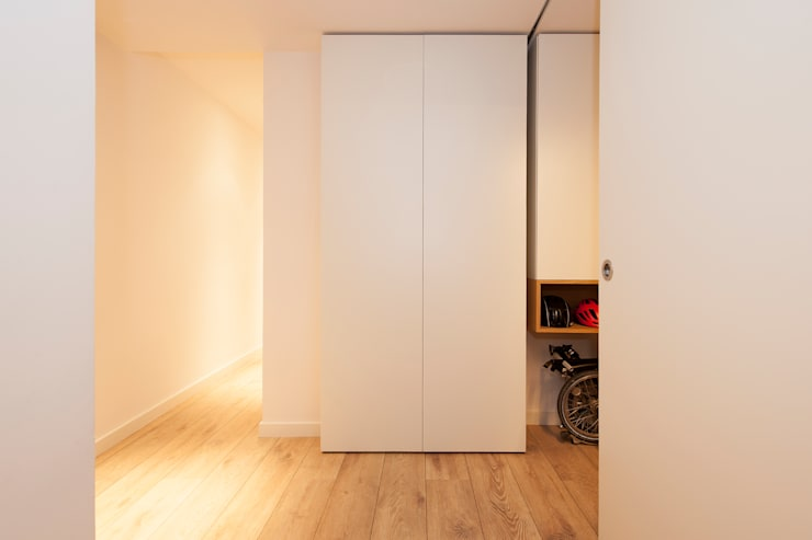 Mueble para almacenamiento en el recibidor | Sincro: Vestíbulos, pasillos y escaleras de estilo  de Sincro