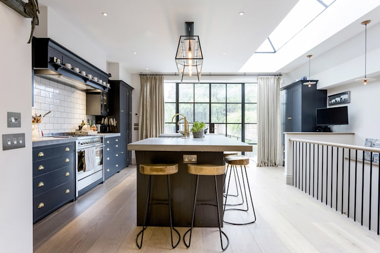 Kitchen:  Kitchen by GK Architects Ltd