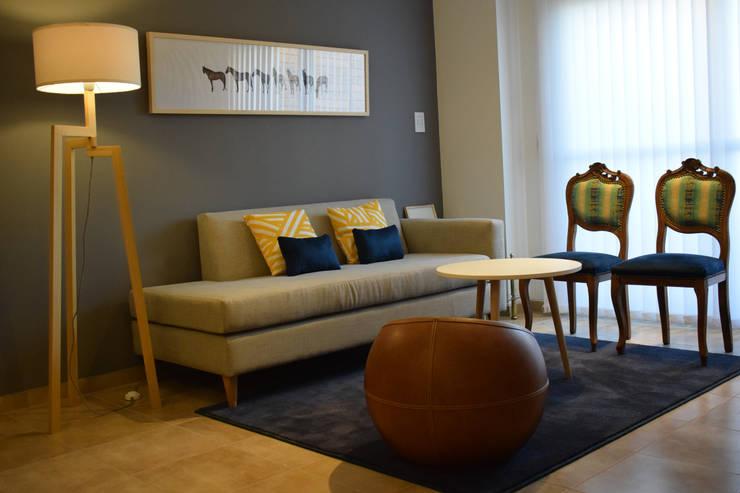 Departamento en Barrio Chateau: Livings de estilo  por Da!  Diseño de  Interiores,