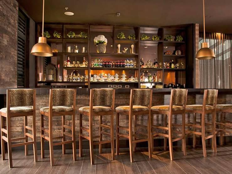Bar: Hoteles de estilo  por Ecologik