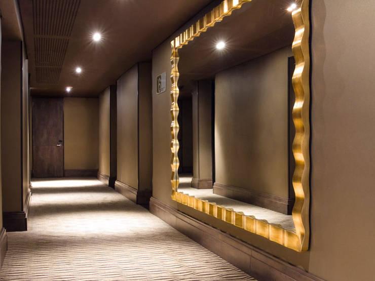 Corredor: Hoteles de estilo  por Ecologik