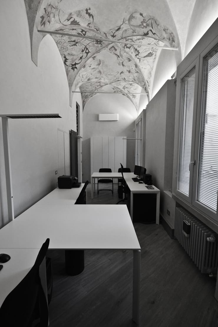 Office buildings by Studio di Architettura IATTONI, Classic