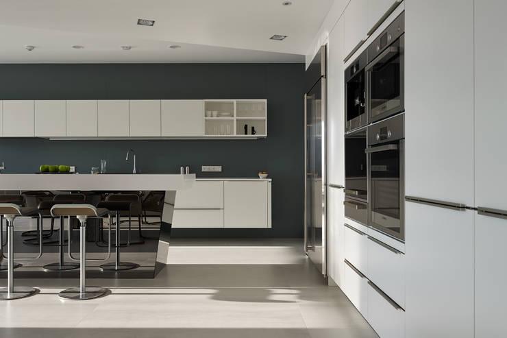 廚房:   by Nestho studio