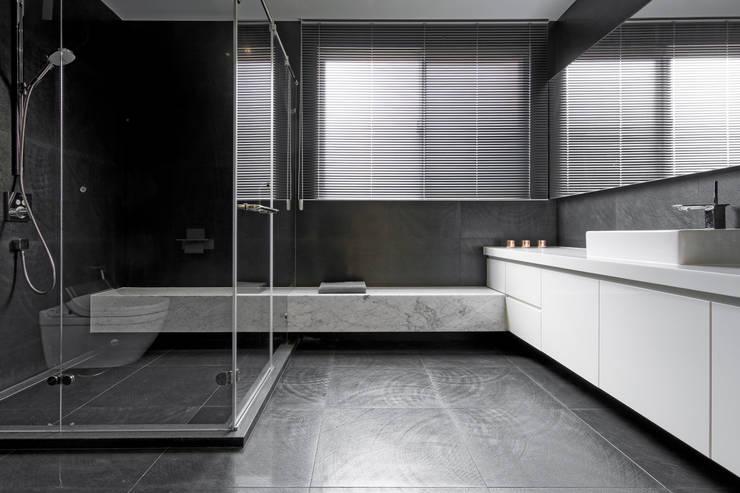 公共浴室:   by Nestho studio
