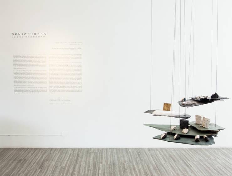 """Muestra de Joyería """" Semiophores"""": Espacios comerciales de estilo  por Zet // diseño de espacios"""