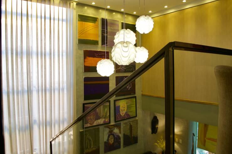 Casa Cubo: Escadas  por Costa Lima Arquitetura Design e Construções Ltda