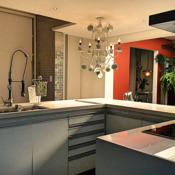 Nhà bếp by STUDIO AGUIAR E  DINIS