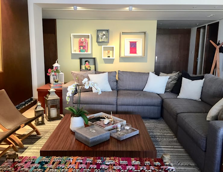 Salas de estar ecléticas por MIRIAM ESCOBEDO INTERIORISTA