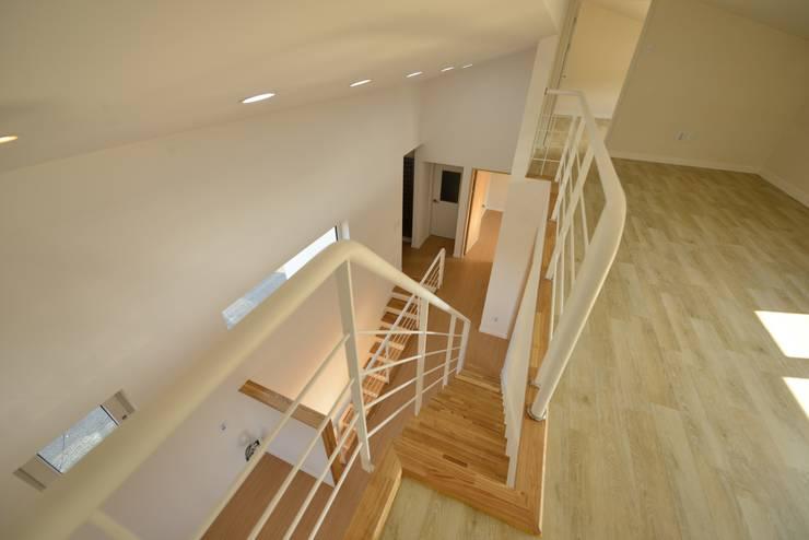 인천시 중구 단독주택: (주)종합건축사사무소 시담의  계단,
